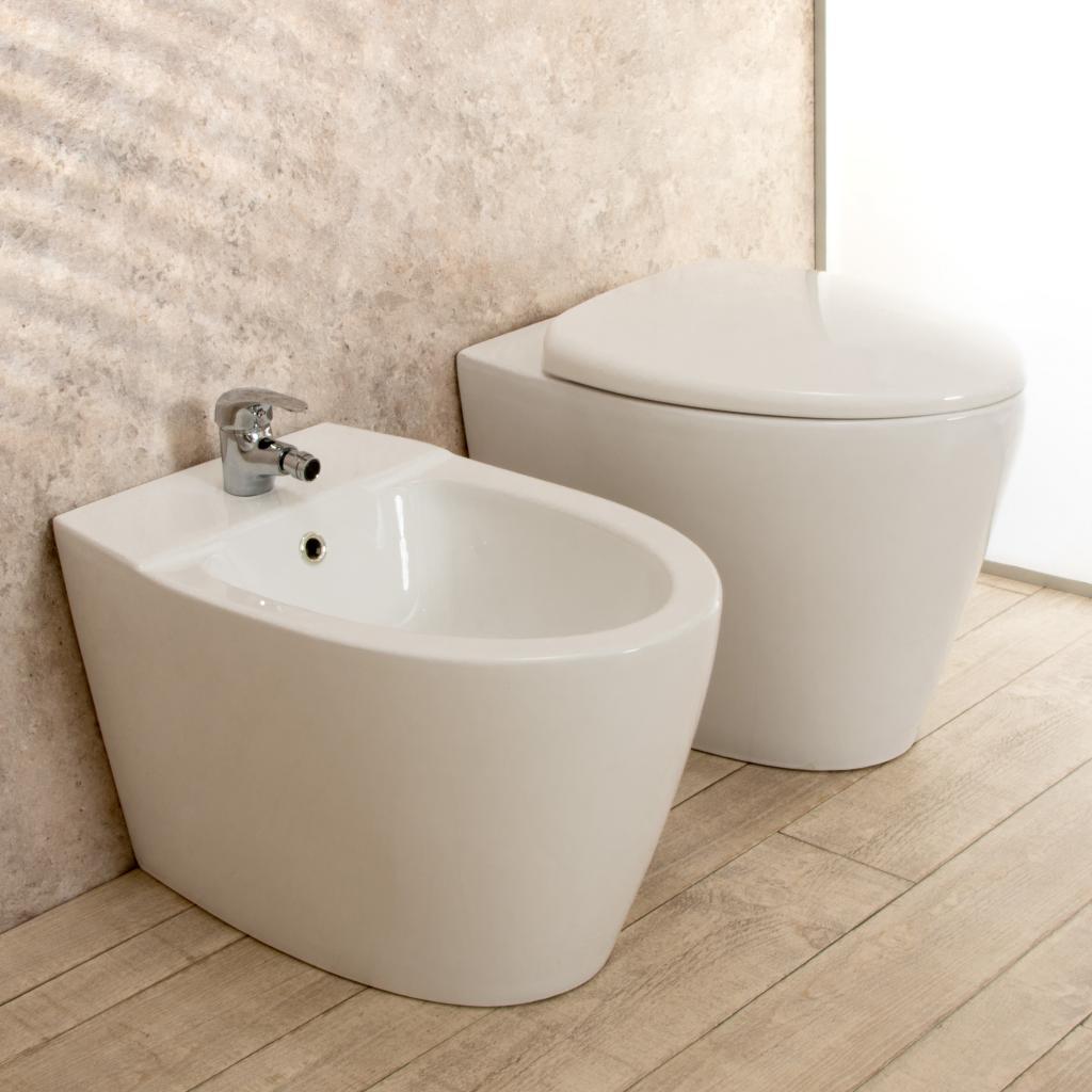 Sanitari In Ceramica Per Bagno.Sanitari Bagno Round Filo Parete In Ceramica Wc Con Sedile Bidet