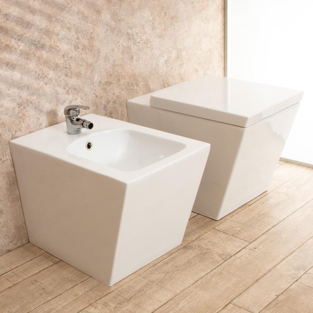 Sanitari In Ceramica Per Bagno.Sanitari Bagno Square Filo Parete In Ceramica Wc E Tavoletta Di