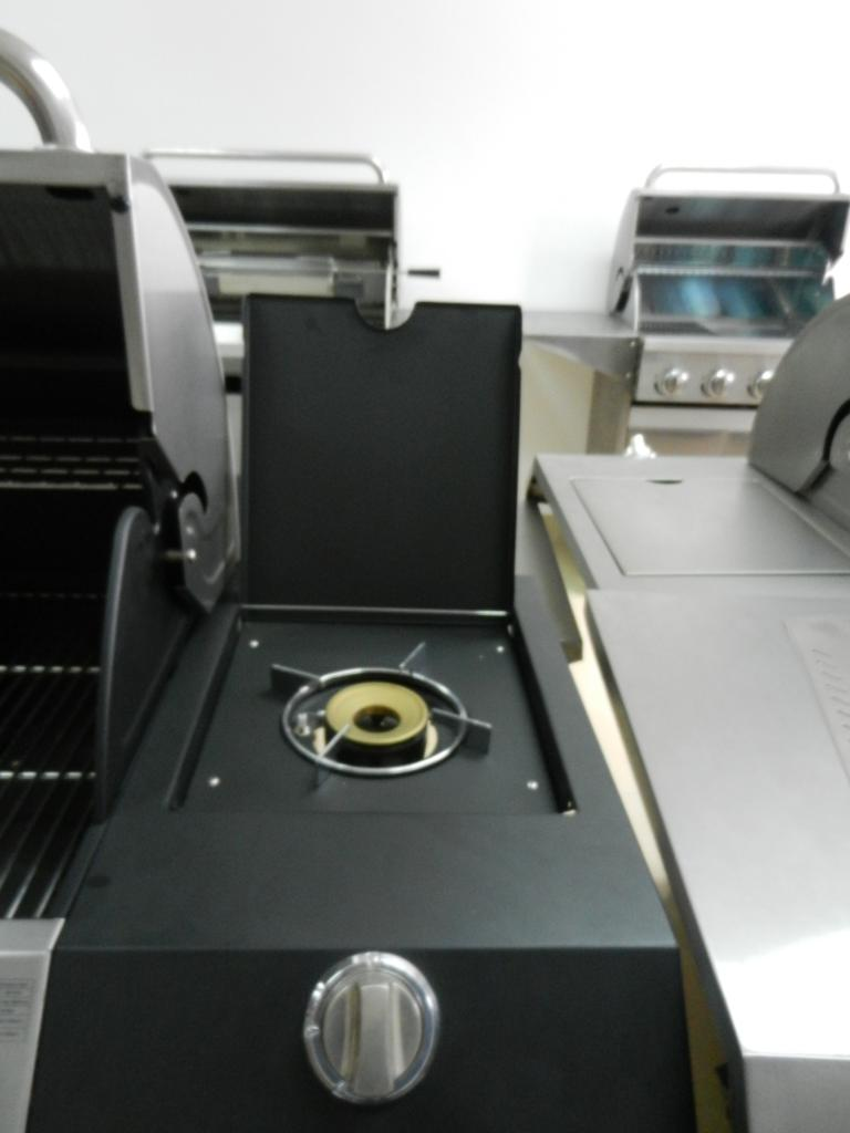 Barbecue Gas GPL-Metano Black Inox 6 Fuochi Pietra Lavica