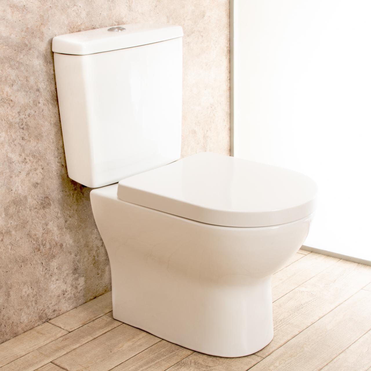Scarico Water A Muro wc con cassetta esterna comfort con lo scarico a muro